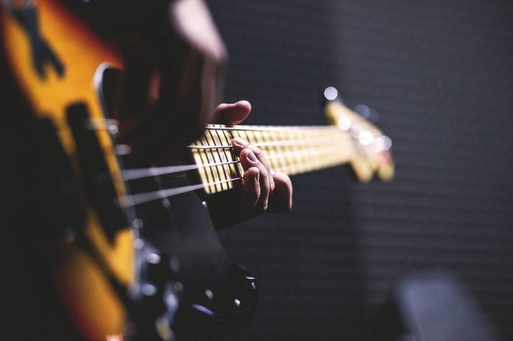 Muziekplagiaat: een gevarendriehoek tussen bewuste aanhaking, culturele interactie en technische begrensdheid